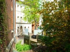 Der seitliche Pfarrhaus-Vorgarten