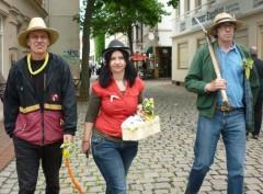 Manfred, Andrea und Karl-Heinz auf dem Weg zur Eine-Welt-Schule