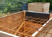 Auch Stahlgitter wird in den Pflanzkästen verbaut