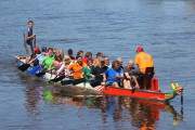 Das Boot mit Stadträten und Verwaltung an Bord