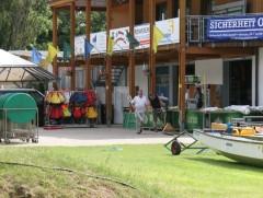 Am Bootshaus der KSG während einer Drachenboot-Veranstaltung