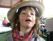 Svea mit Hut
