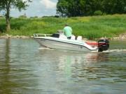 Ein Motorboot auf  der Weser