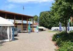 KSG Bootshaus bei blauem Himmel